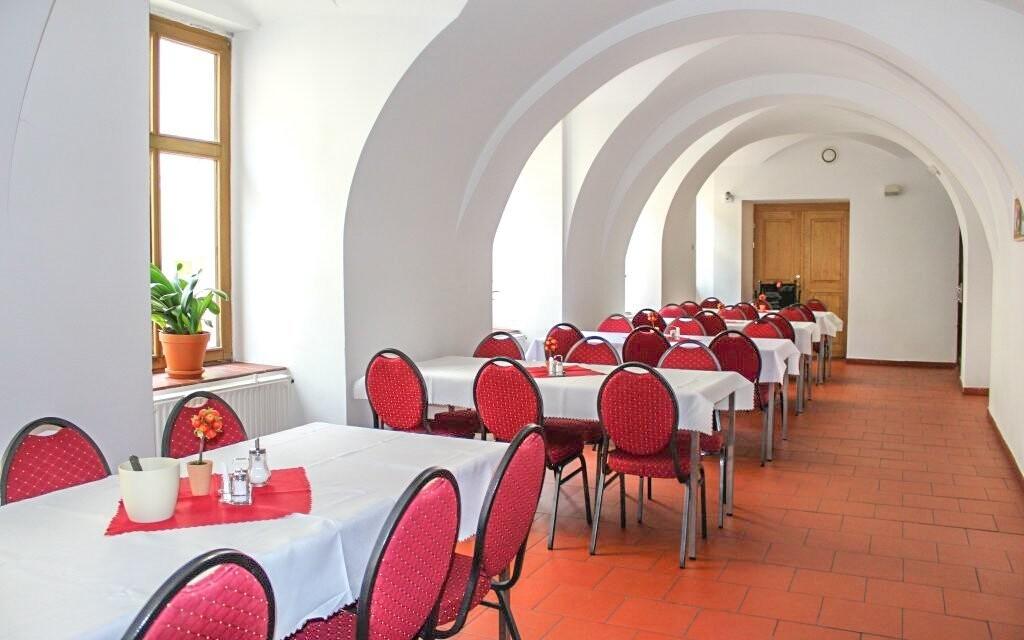 Reštaurácia Hotel Praha *** Broumov blízko Adršpachu