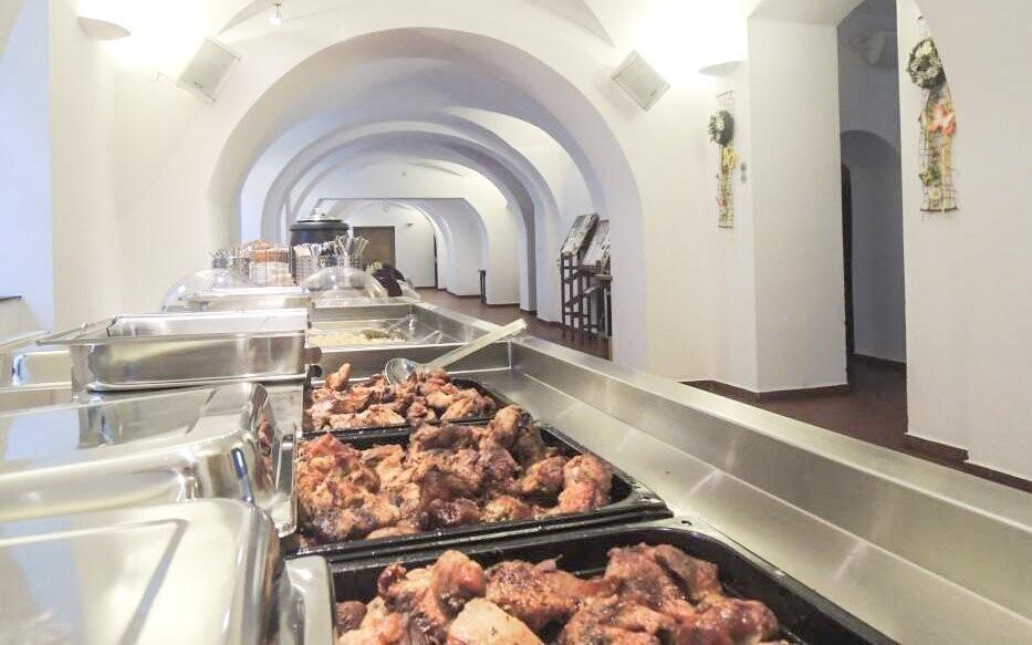 Ponuka večere v reštaurácii Hotela Praha *** Broumov