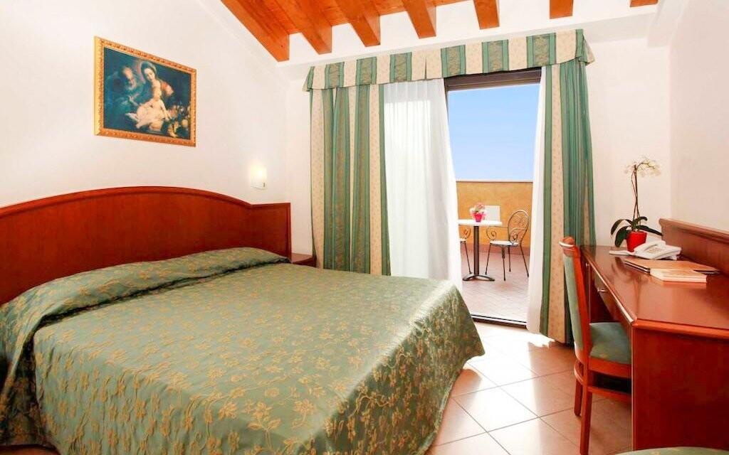 Tradičně zařízené pokoje, Hotel Garda Family House, Itálie