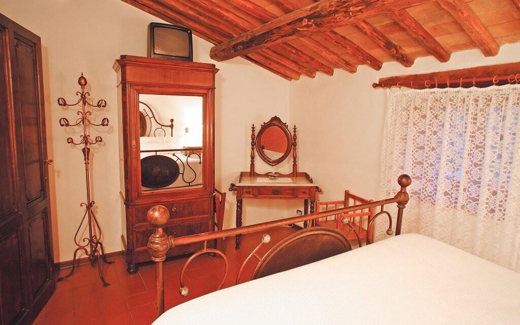 Pokoj s tradičním nábytkem Hotel Il Colombaio *** Itálie