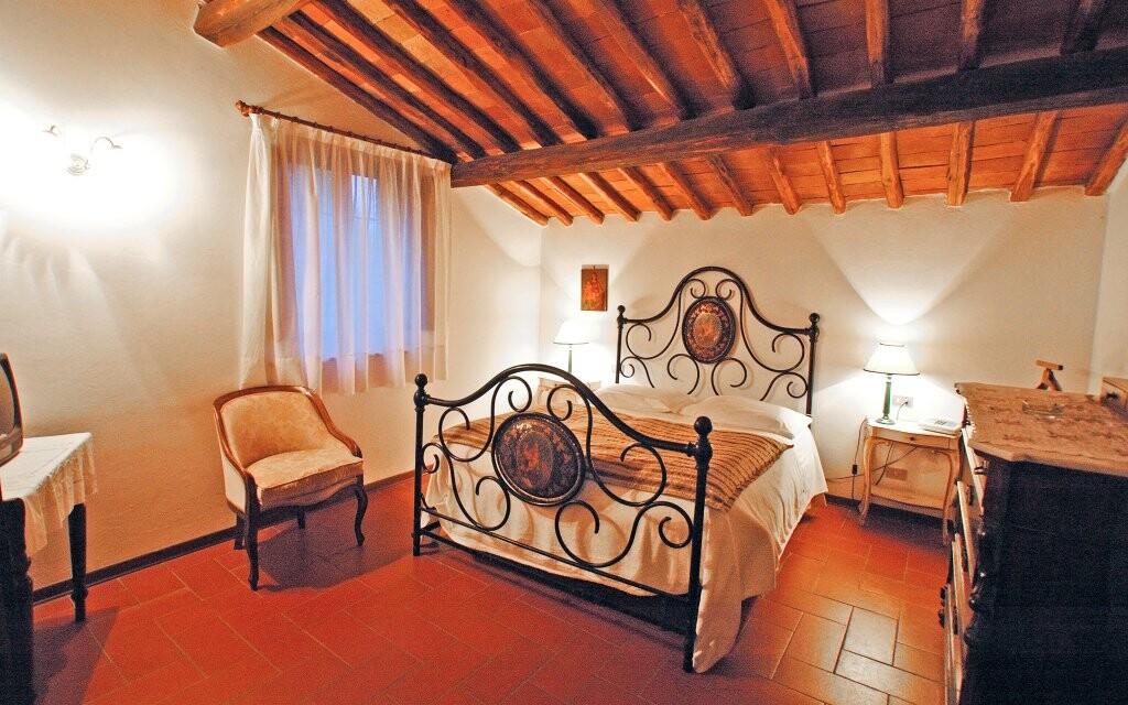 Stylově zařízený pokoj v Hotelu Il Colombaio *** Toskánsko