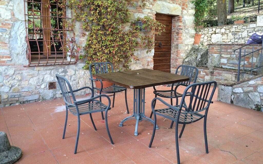Posezení na terase Hotelu Villa Calasta Toskánsko Itálie