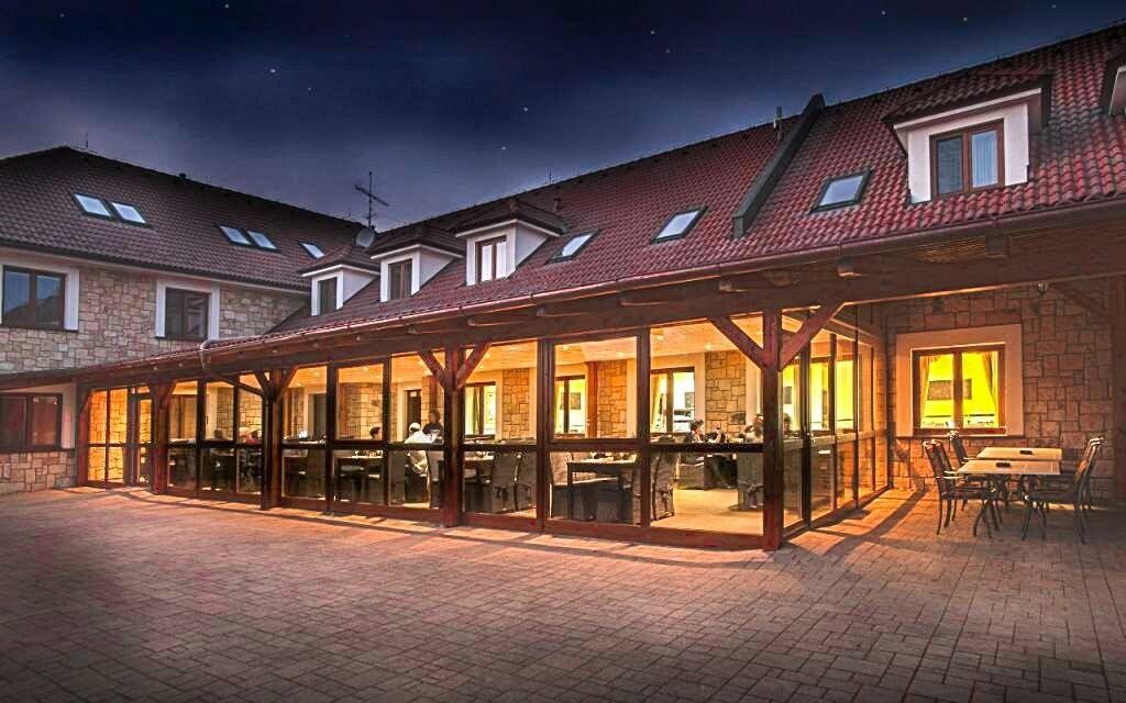 Terasa hotelovej reštaurácie Hotel Lions Nesuchyně