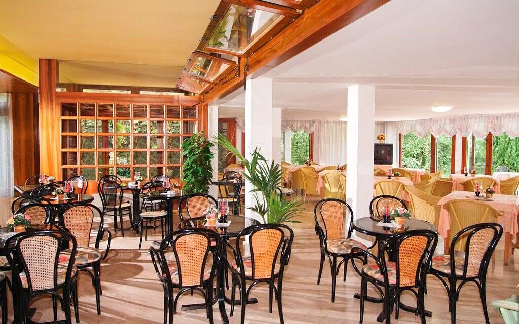 Reštaurácia Hotel Palme & Suite *** Lago di Garda