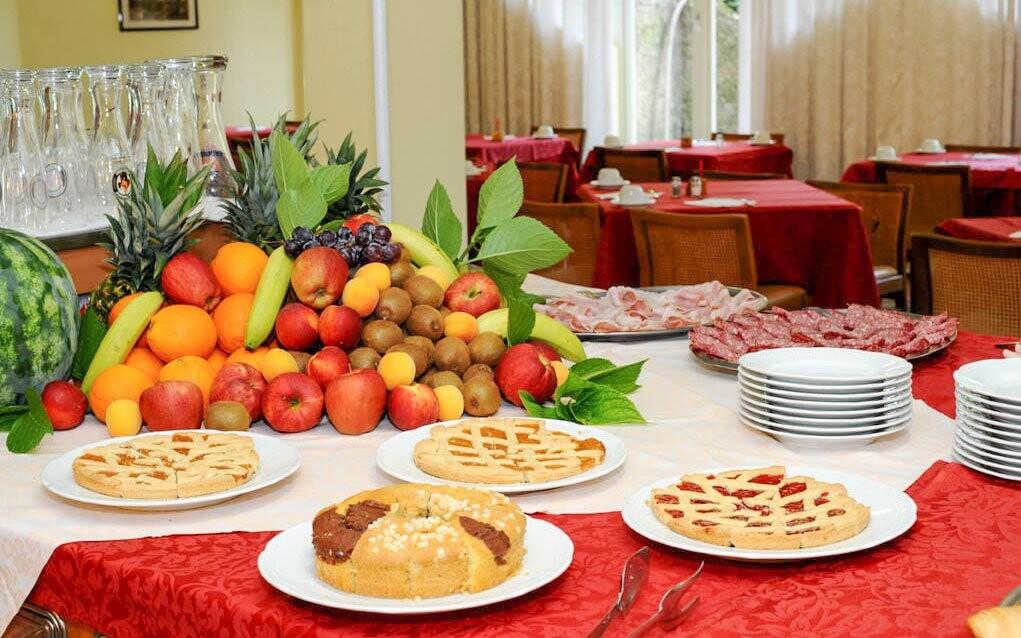 Raňajky formou bufetu, reštaurácia, Hotel Palme & Suite ***