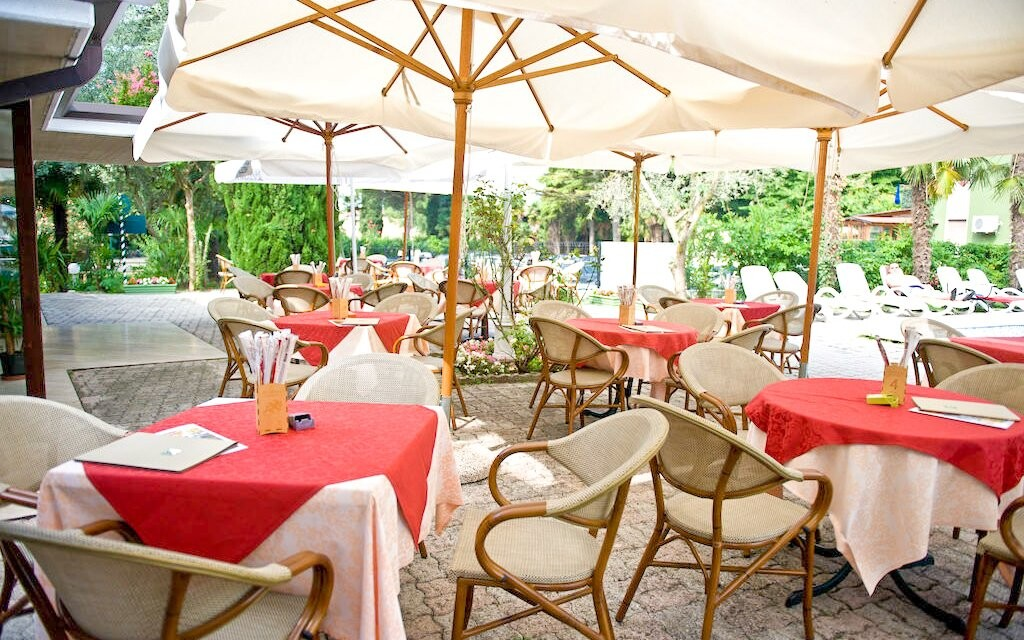 Terasa, vonkajšie posedenie 3* Hotel Palme & Suite Taliansko