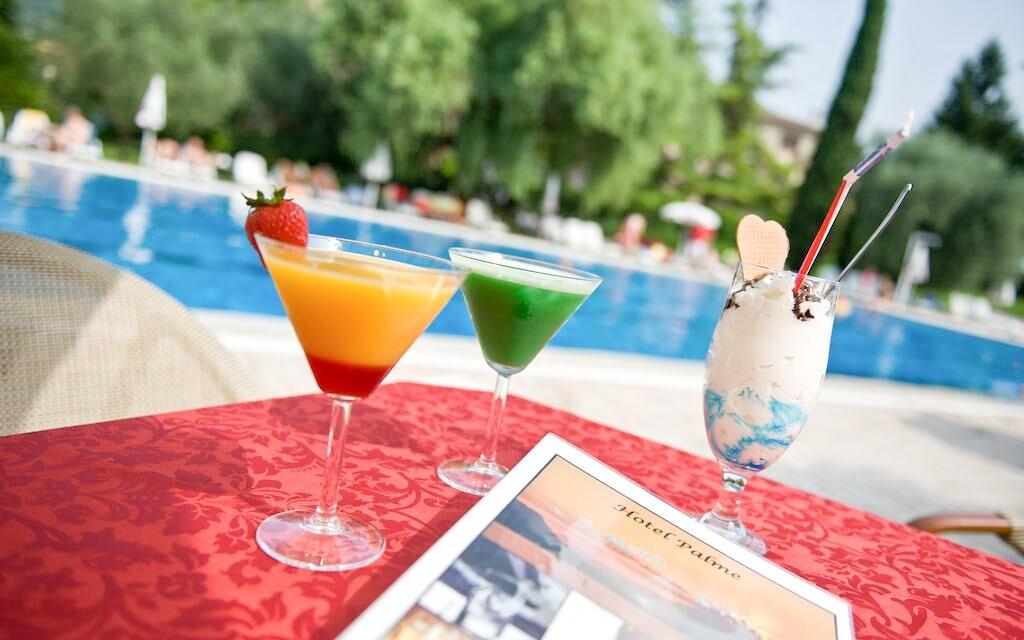 Občerstvenie pri bazéne Hoteli Palme & Suite *** Taliansko