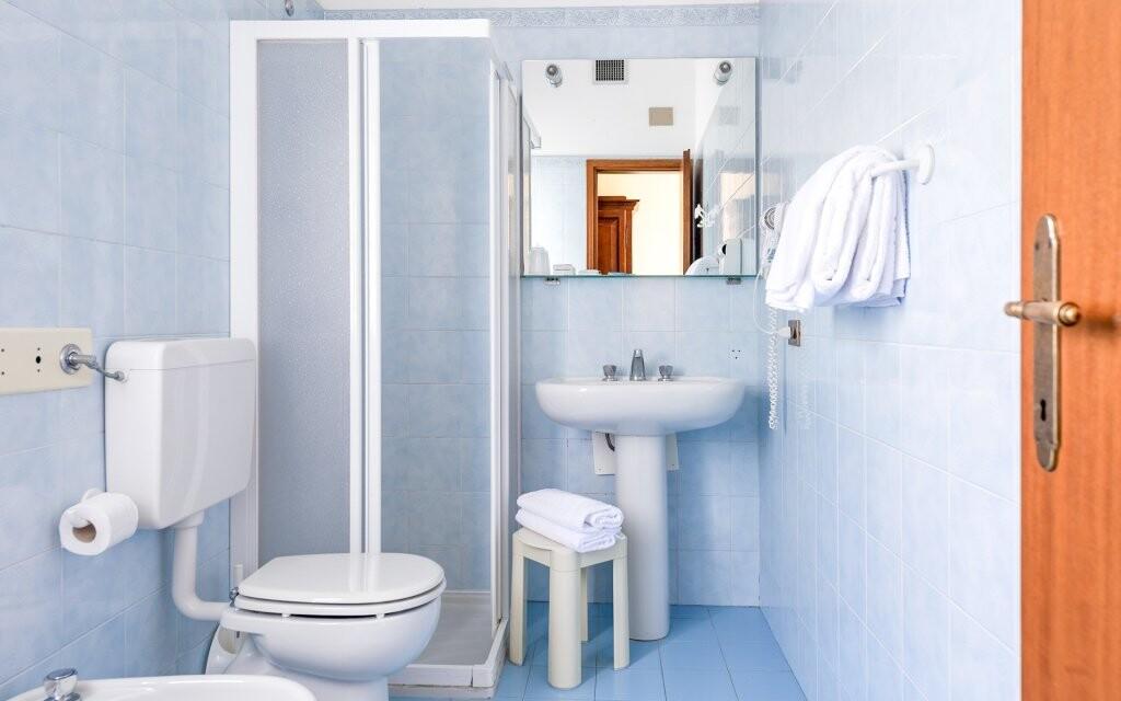 Kúpeľňa na izbe, Hotel Panorama, Lago di Garda, Taliansko