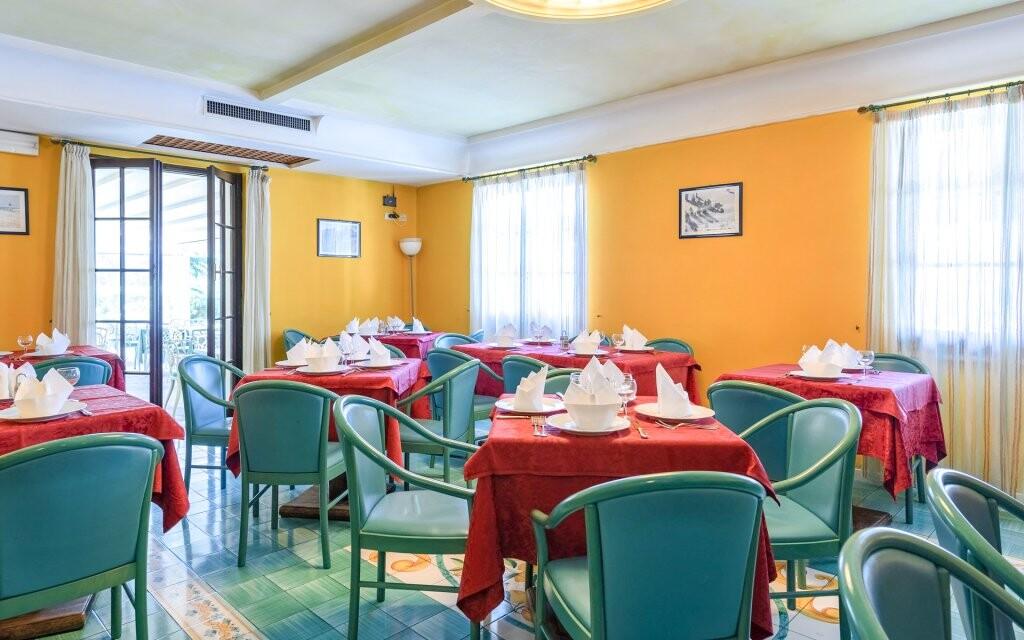 Reštaurácia, Hotel Panorama, Lago di Garda, Taliansko