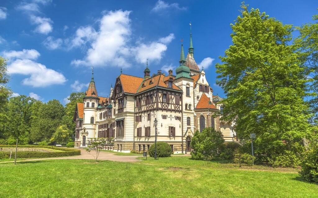 Zámek Lešná spolu s krásnou Zoo je neďaleko, Slovácko