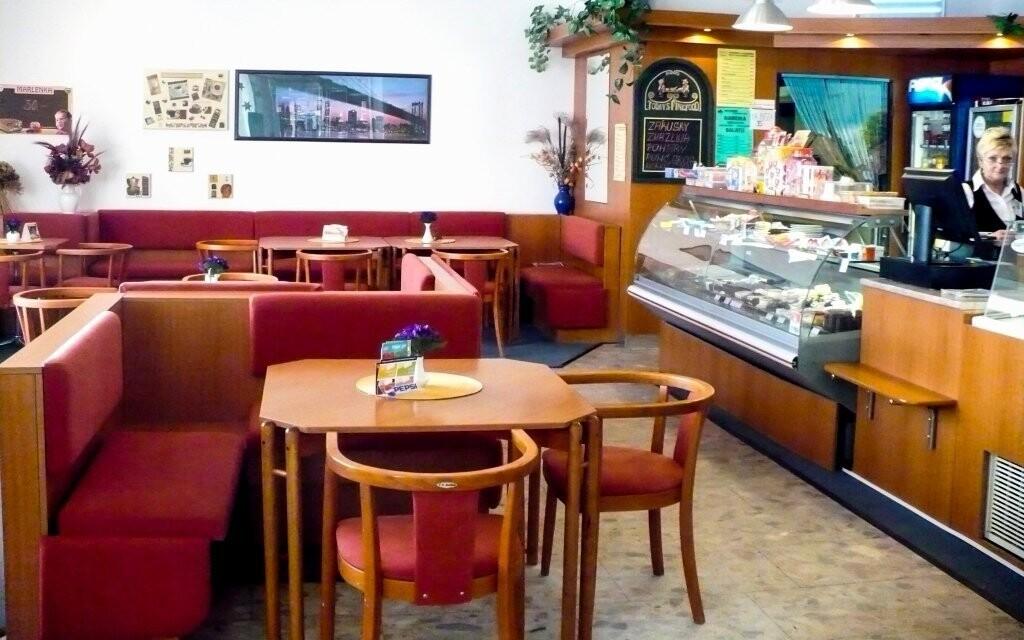 K dispozícii je aj cukráreň a pivnica, Hotel Baťov, Slovácko