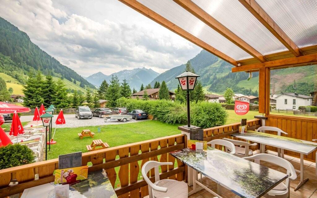 Vonkajšia terasa Hotel Sonnhof Rauris *** Vysoké Taury