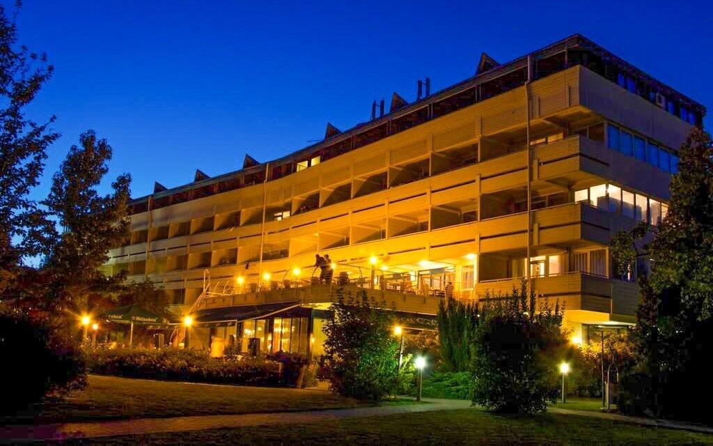 Hotel Marina-Port **** so súkromnou plážou pri Balatone
