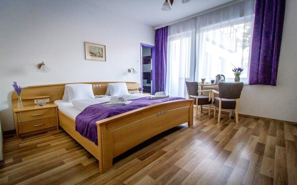 Komfortné izby fialovej farby, Hotel Haus Lavendel, Ossiach