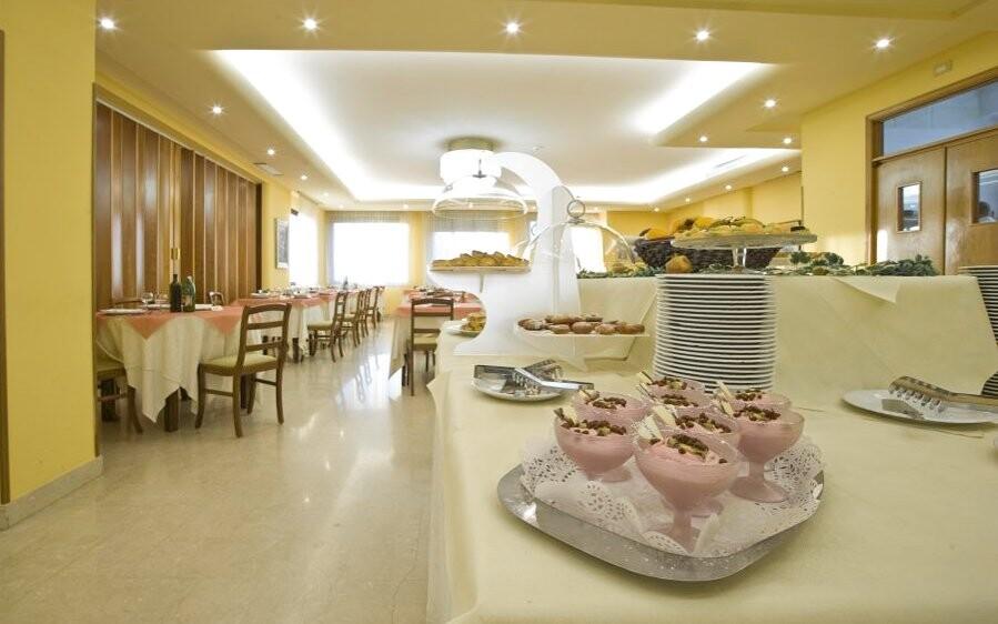 Restaurace, Hotel Villa Ricci ***, Itálie