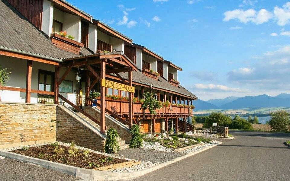 Hotel Rendez-Vous *** stojí v Liptovském Trnovci