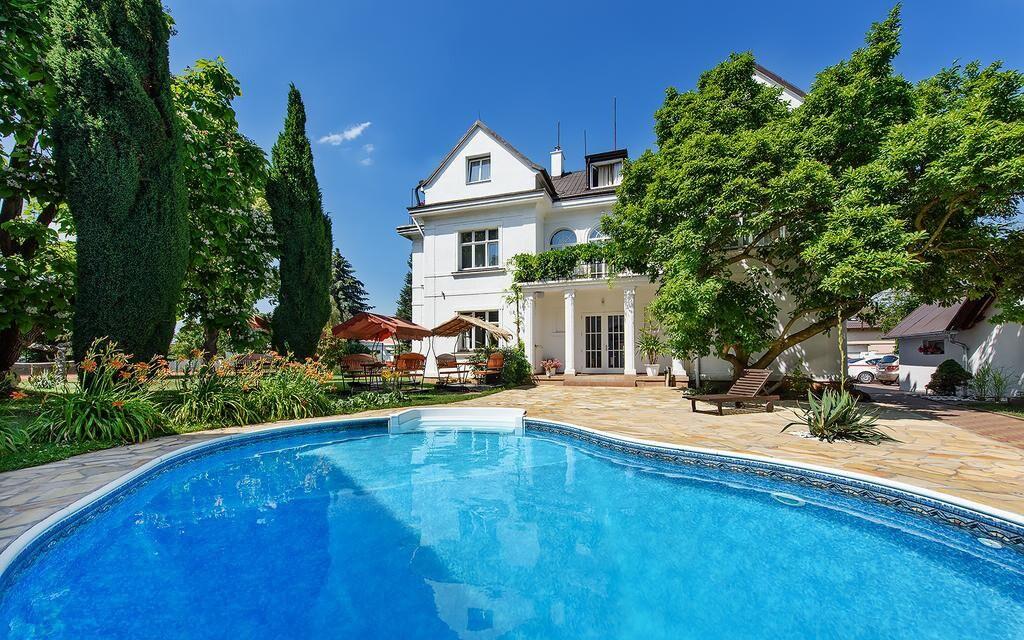 Vonkajší bazén Hotela Marie-Luisa *** vo vilovej časti Prahy