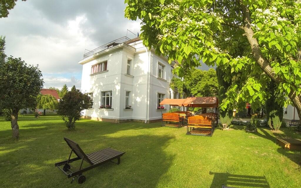Záhrada pri Hoteli Marie-Luisa *** vo vilovej časti Prahy