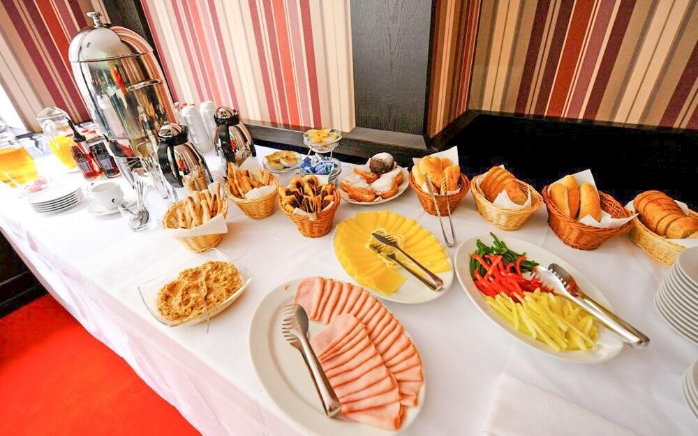 Bohaté snídaně, Hotel Ostredok ***, Jasná, Slovensko