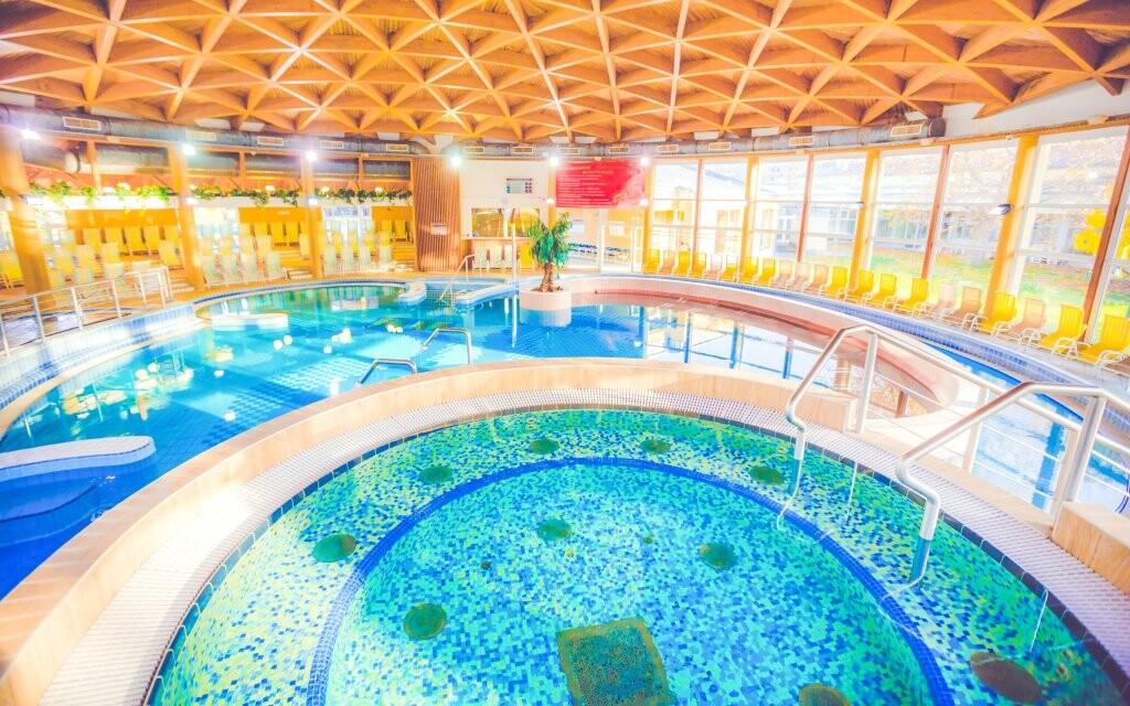 Bazény, Hunguest Hotel Répce prepojený s kúpeľmi Bükfürdo