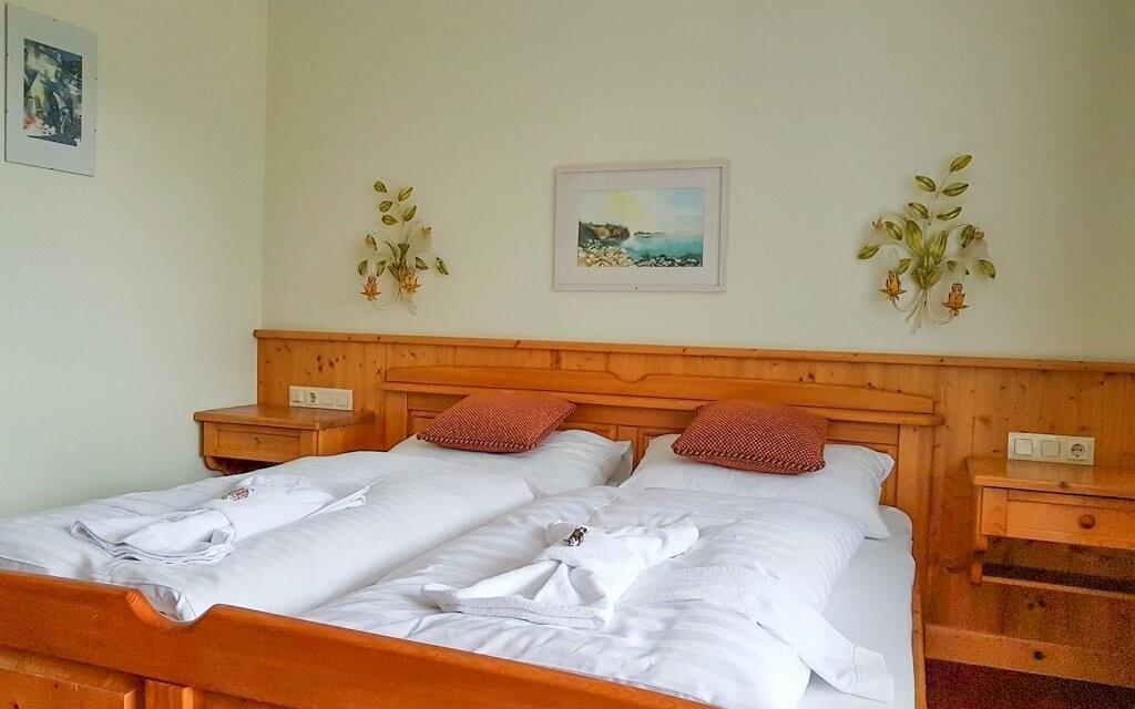 Pohodlné pokoje, Hotel Tauplitzerhof ***, Tauplitz, Rakousko