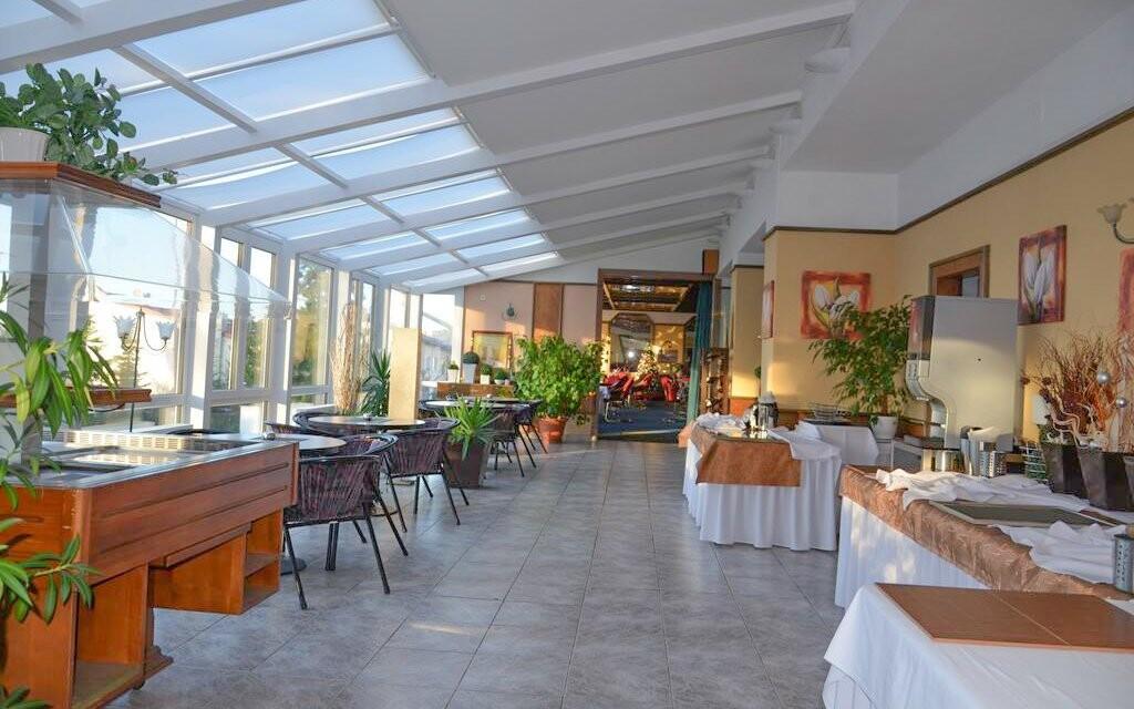 Hotelová restaurace, Interhotel America ****, Písek