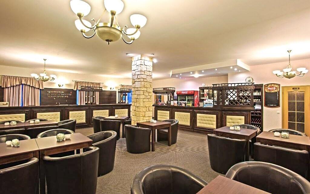Recepcia, lobby bar, Hotel Lions, Rakovnicko