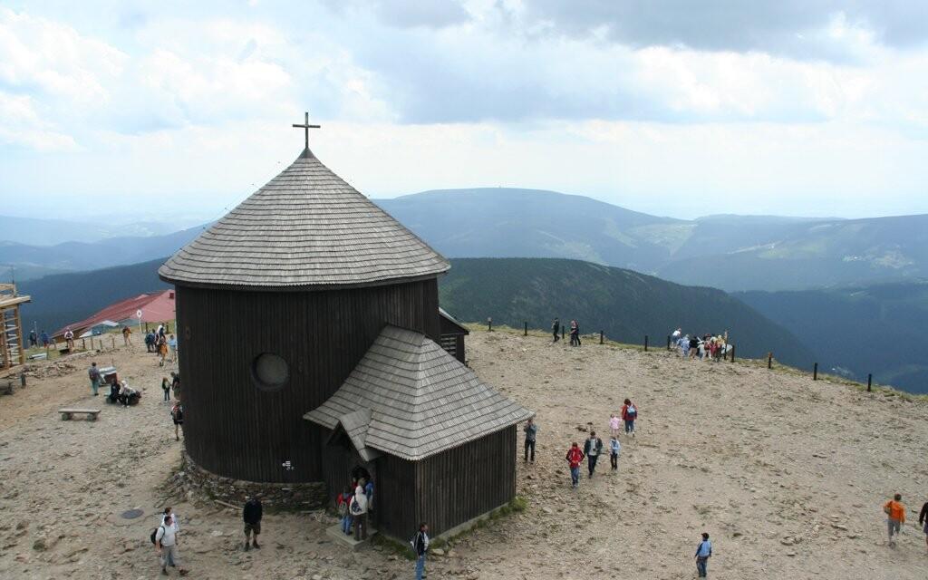 Oblíbený cíl výletů - hora Sněžka, Krkonoše