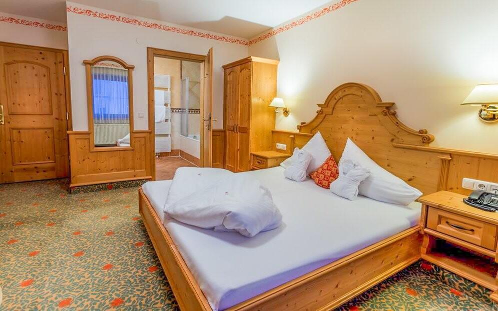 Štýlové izby, Hotel Gutshof Zillertal, Mayrhofen, Rakúsko
