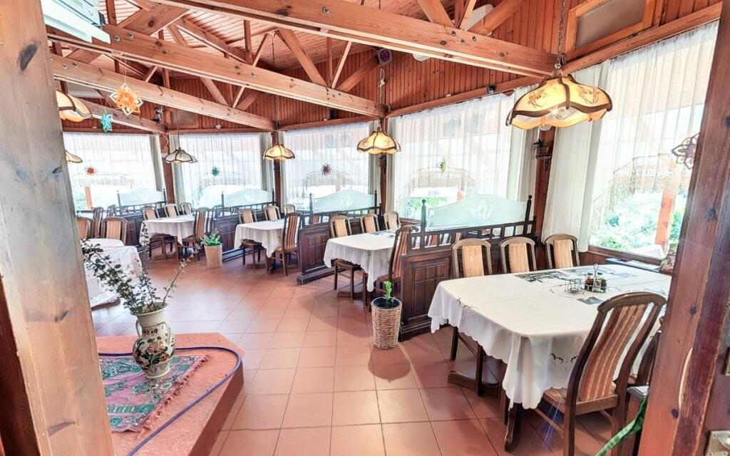 Reštaurácia, polpenzia, Hotel Bagoly Fogadó, jazero Gyömrő