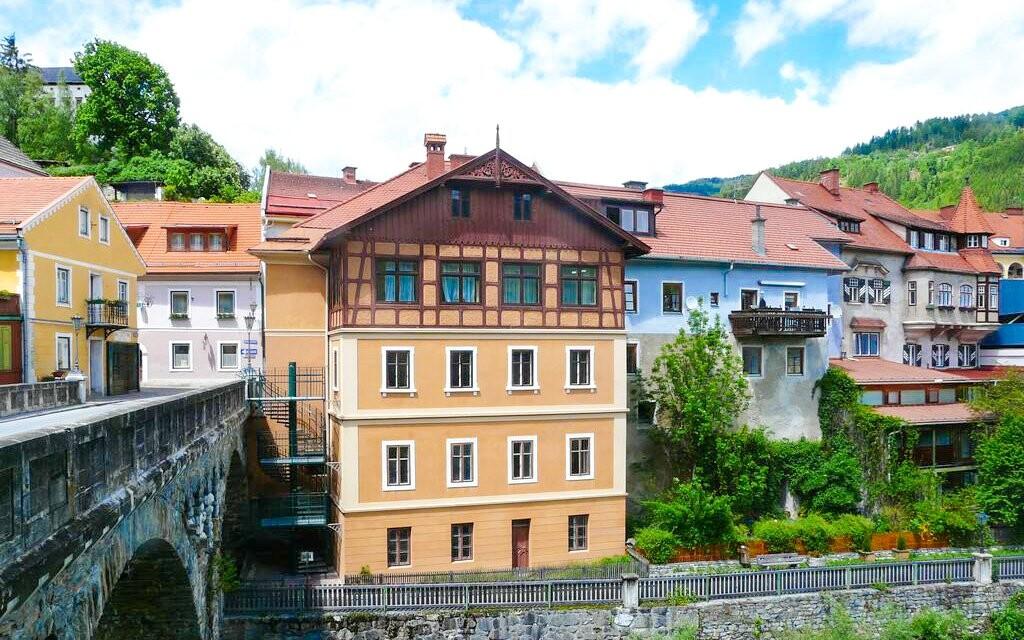 Appartement zur Brücke *** stojí v centre Murau vedľa mosta