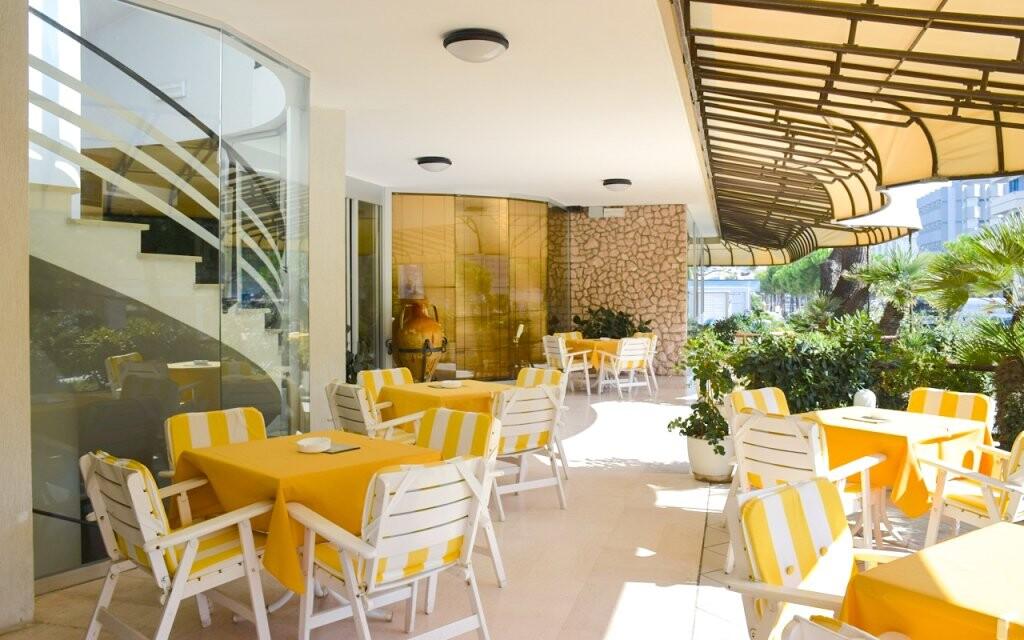 Vonkajšie posedenie, Hotel David ***, Taliansko