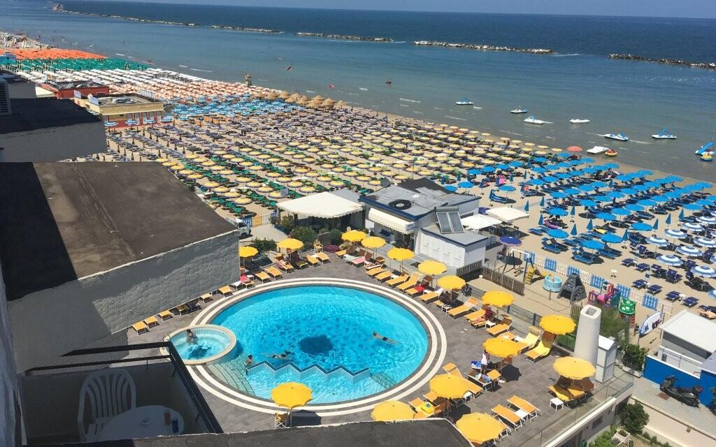 Bazén a pláž pri Jadranskom mori, Hotel David ***, Taliansk