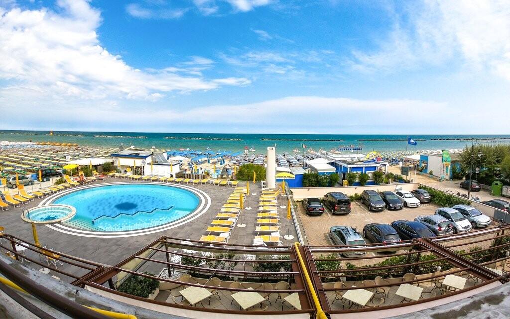 Výhľad na bazén a more, Hotel David ***, Taliansko