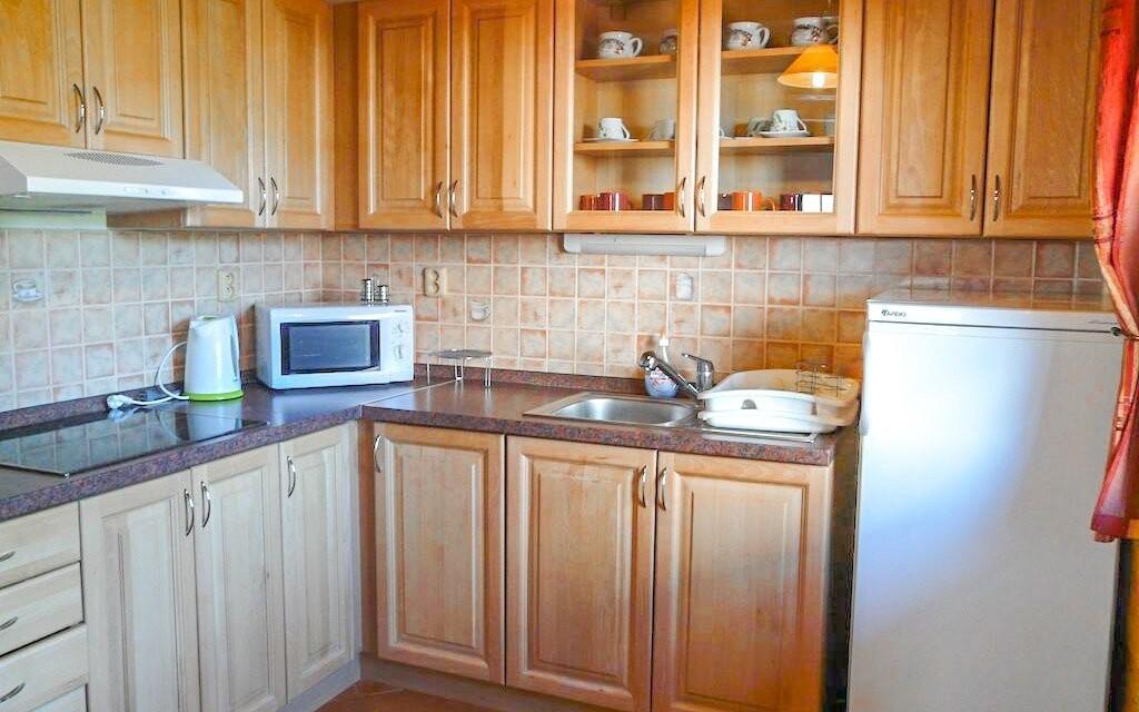 Lednice, nádobí, konvice - všechno najdete v kuchyňce