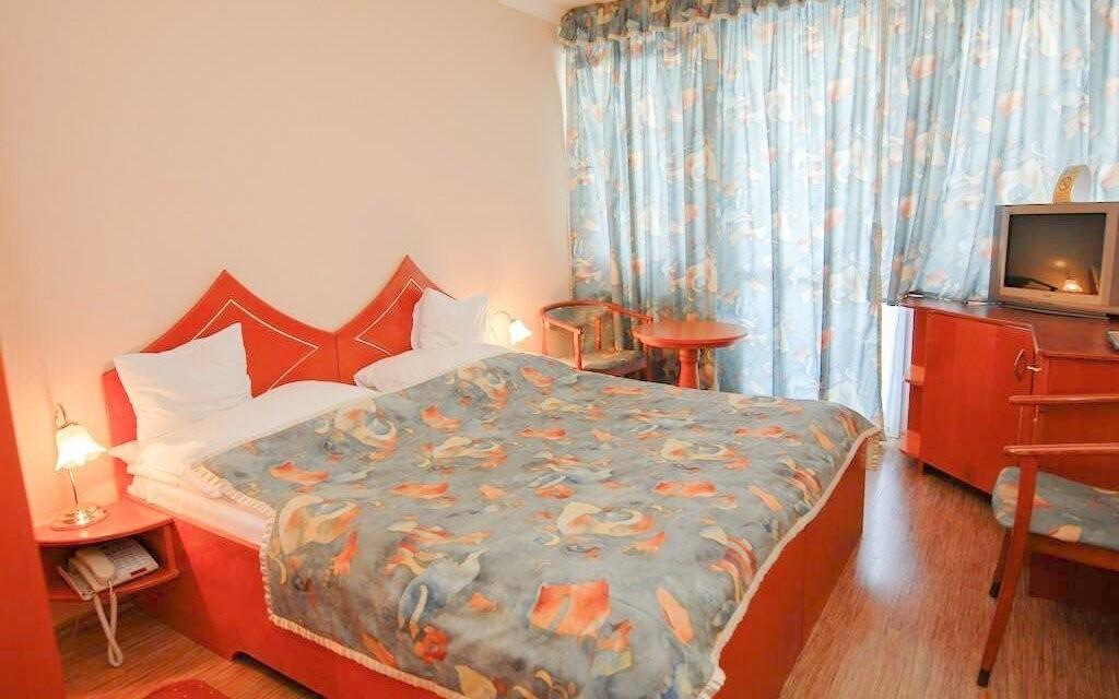 Ubytovaní budete v komfortných dvojlôžkových izbách