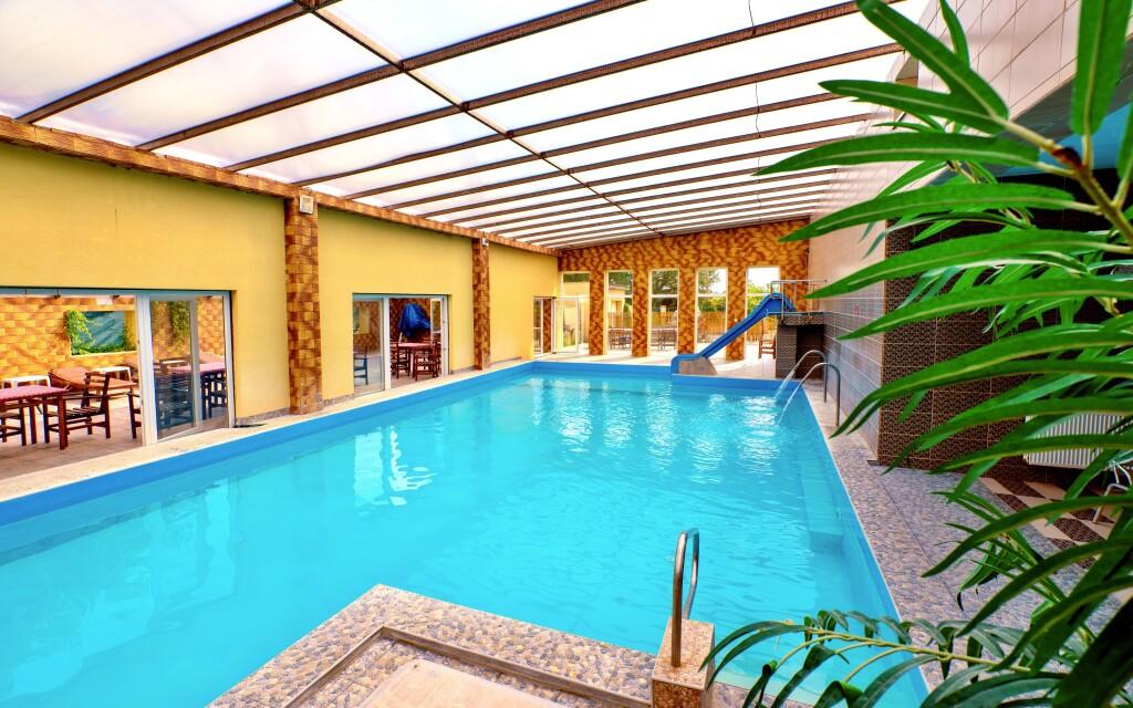 Do bazénu v hotelu máte neomezený vstup
