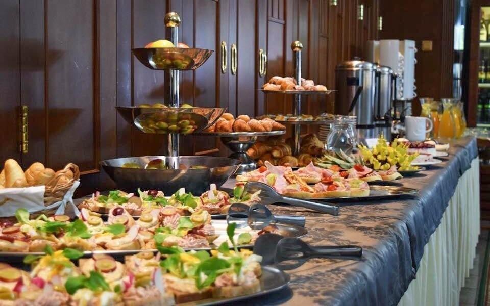 Bohatý bufet, reštaurácia, Grand Boutique Hotel Sergijo ****
