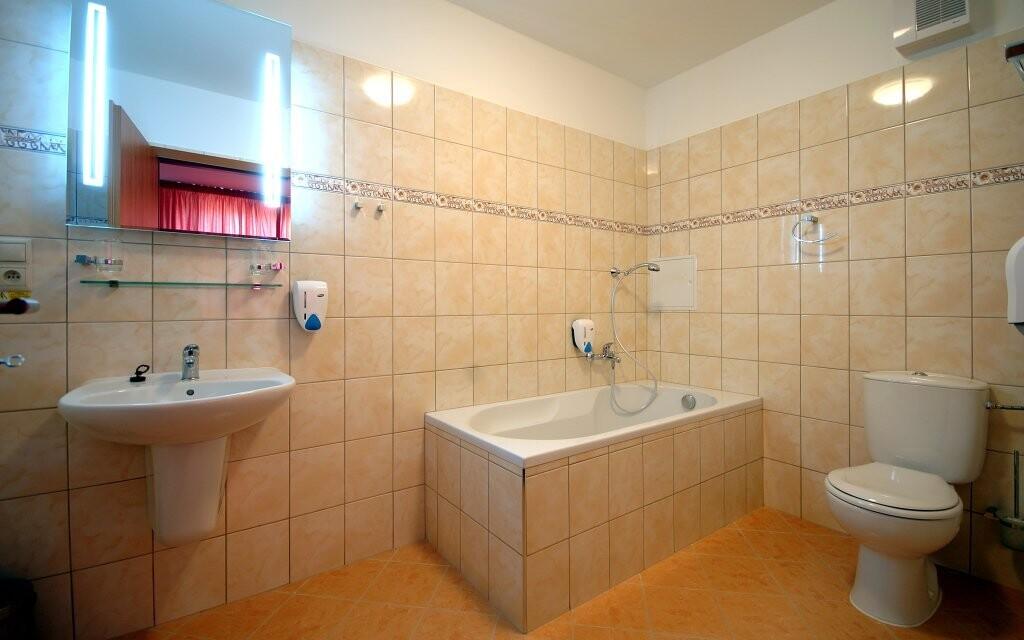 Koupelna pokoje, Hotel Jehla ***+, Žďár nad Sázavou
