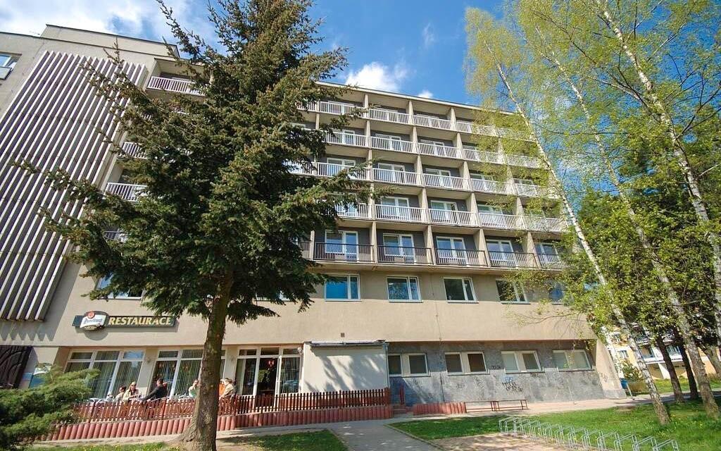 Hotel Jehla ***+ stojí v klidné části Žďáru nad Sázavou
