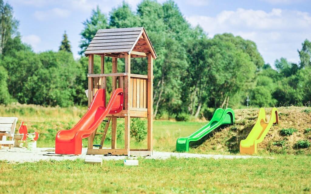Dětské hřiště u Hotelu Orsino ****, Horní Planá, Lipno