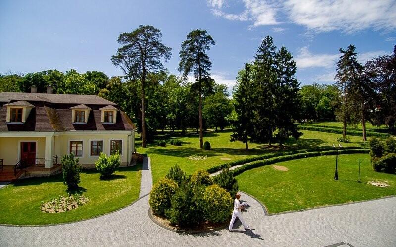 Park pri hoteli Batthyány Kastélyszálló **** Maďarsko