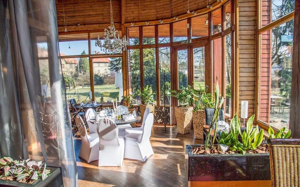 Reštaurácia má skvelý výhľad, Parkhotel Morris Nový Bor