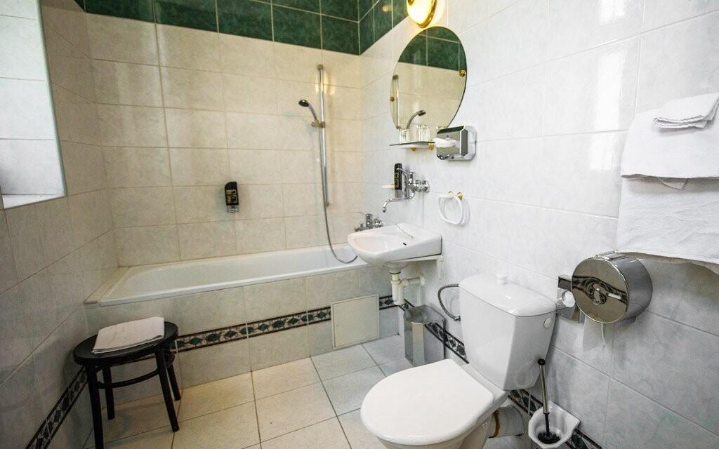Samozrejmosťou je aj vlastná kúpeľňa