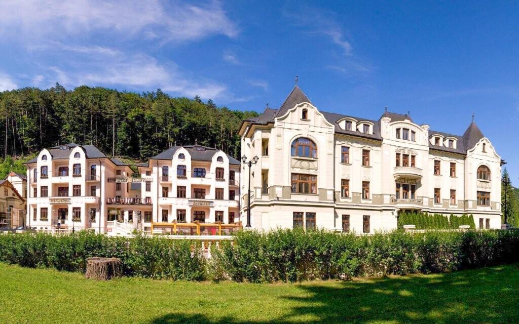 Obľúbený Hotel Most Slávy, Trenčianske Teplice, Slovensko