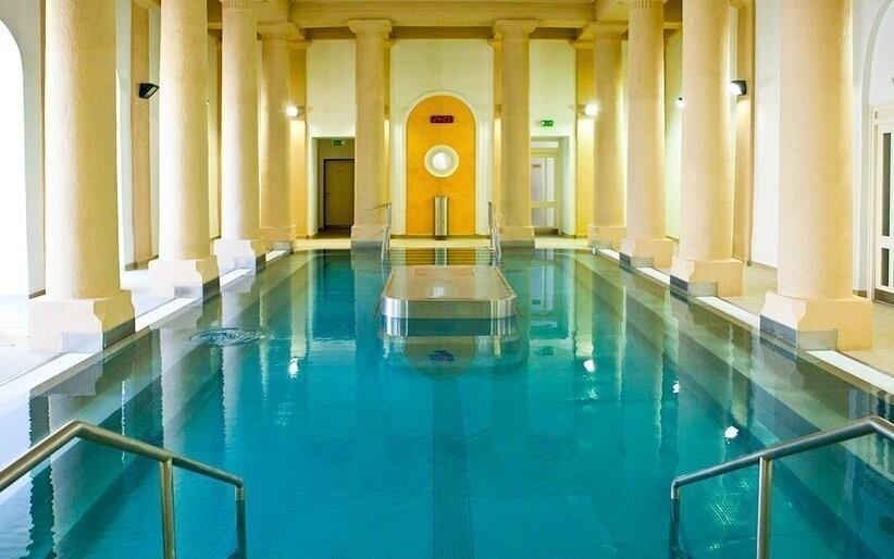 Užite si vstup do liečebného kúpeľného bazéna...