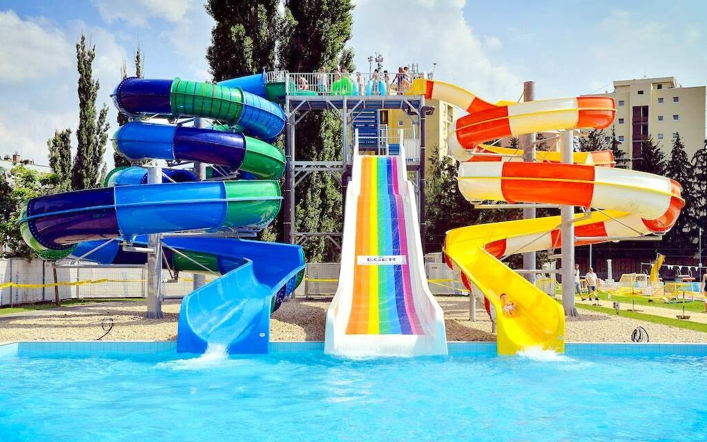 Vonkajšie bazény v kúpeľoch Eger