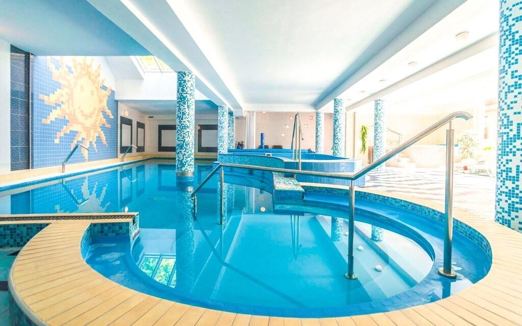 V cene máte vstup do bazéna