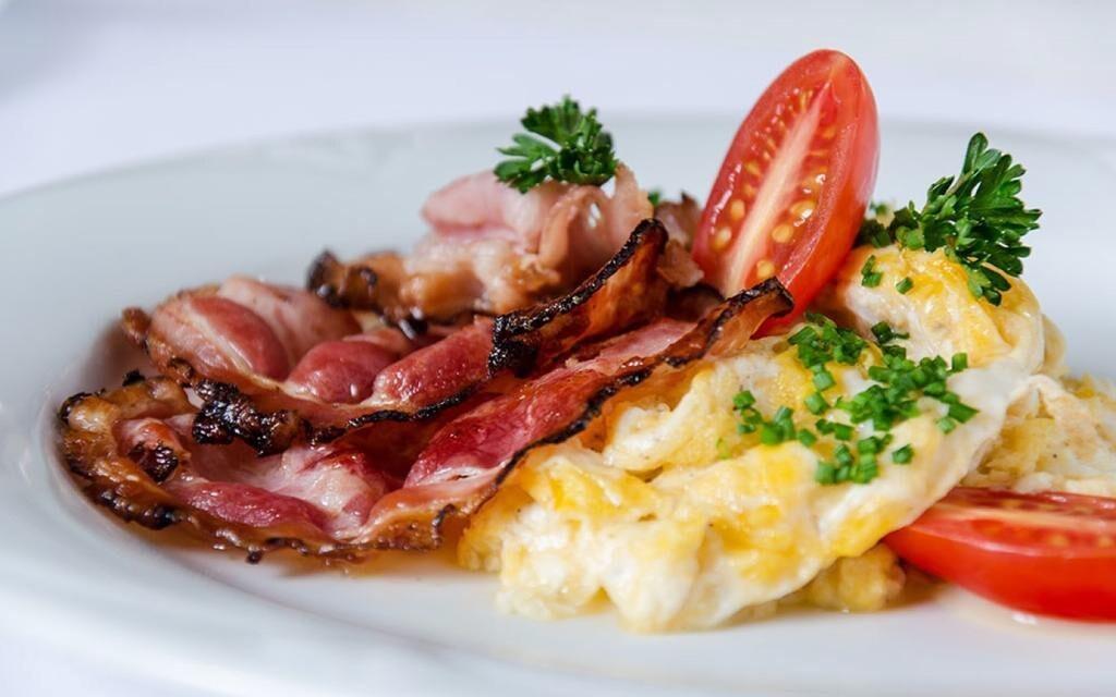 Tešte sa na vynikajúce raňajky v hotelovej reštaurácii