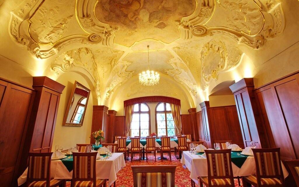Hotelová reštaurácia je vyhlásená a má štýlové dekorácie